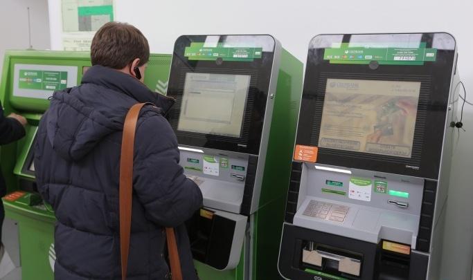 Рассеянный мужчина забыл в банкомате полсотни тысяч рублей своего работодателя