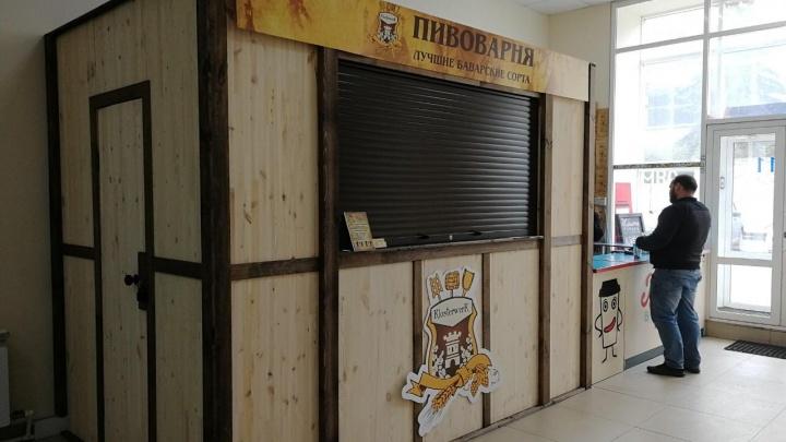 «На этажах валяются бутылки»: в Челябинске открыли разливайку в здании, где занимаются дети