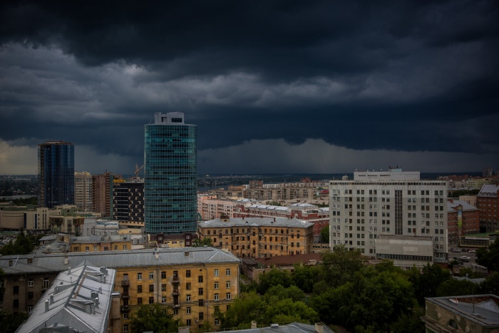 Завтра в Новосибирске будут грозовые ливни и сильный ветер, обещают спасатели