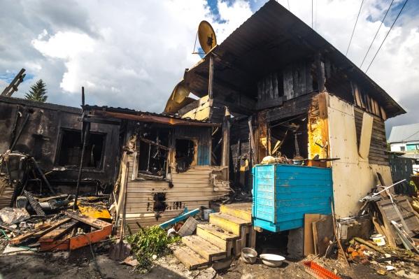 В сгоревшем доме жили Елена Девяшина с супругом, их дети и внуки