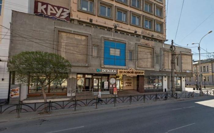 Сейчас в этом здании на Малышева хранится фонд Музея изо