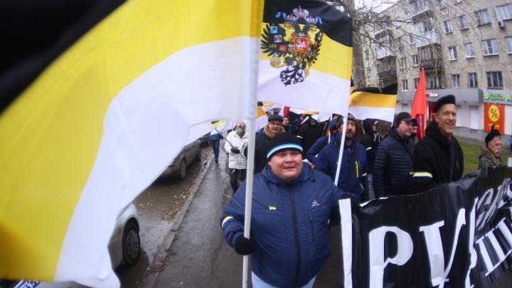 Полицейских было больше, чем марширующих: на Уралмаше националисты прошли с «Русским маршем»