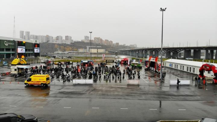 Колонна байкеров двинулась от «Платинум Арены» по городу в честь закрытия мотосезона