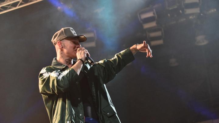 На концерте в Екатеринбурге Niletto заставил тысячи выпускников УрФУ петь его песню а капелла: видео