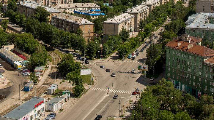 Автоинспекторы объявили в розыск мотоциклиста в жёлтой кофте, который сбил женщину на Ватутина