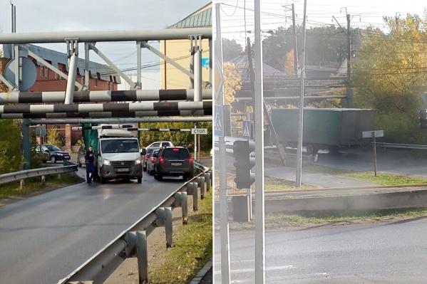 Даже знак «Ограничение высоты» не заставил водителя усомниться в том, что он проедет под железнодорожным мостом