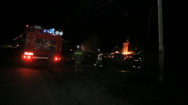 Двое человек погибли в пожарах в Зауралье за выходные