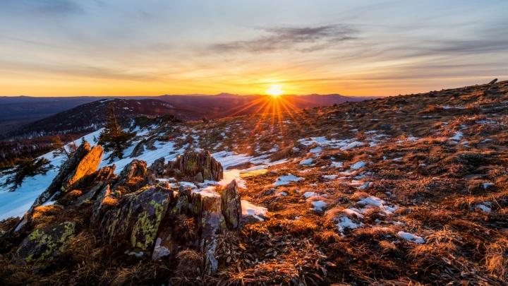 «Ветер сбивал с ног»: фотограф из Екатеринбурга снял красивые пейзажи с вершины Уральских гор
