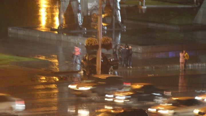В ГИБДД рассказали о последствиях аварии на площади Ленина: травмы получили три человека