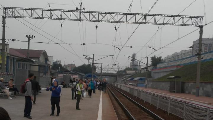 Электричка до Искитима задерживается из-за заблокированных путей