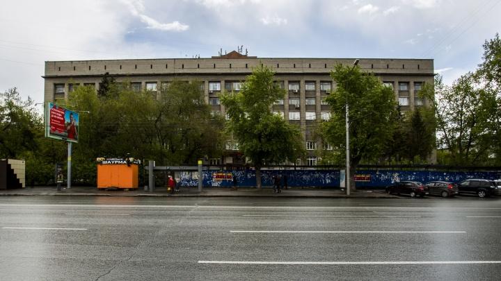 На месте незаконной стройки напротив цирка появится сквер