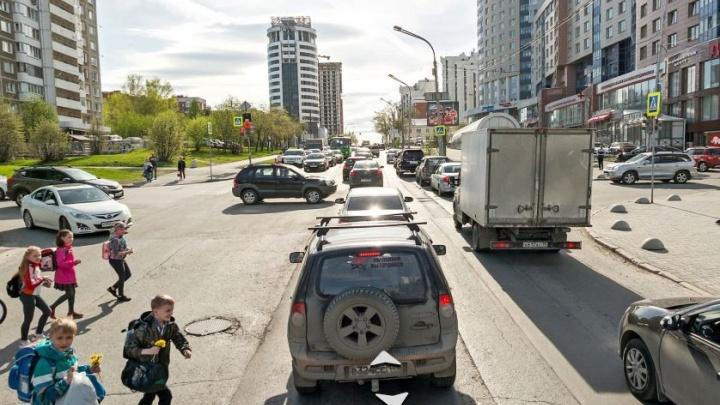 Шесть перекрёстков в центре Екатеринбурга к зиме оградят заборами