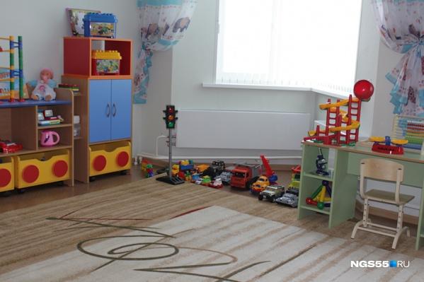 Педагог приказала детям прервать обед и доставать игрушки из унитаза