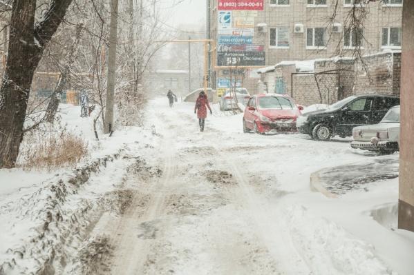 Во время снегопадов самарские дворы чистят не сразу