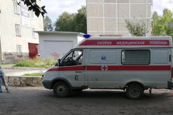 Горожане считают, что медики имеют полное право не выходить из машины до приезда полиции, «если фельдшера пригласили осмотреть пациента матом»