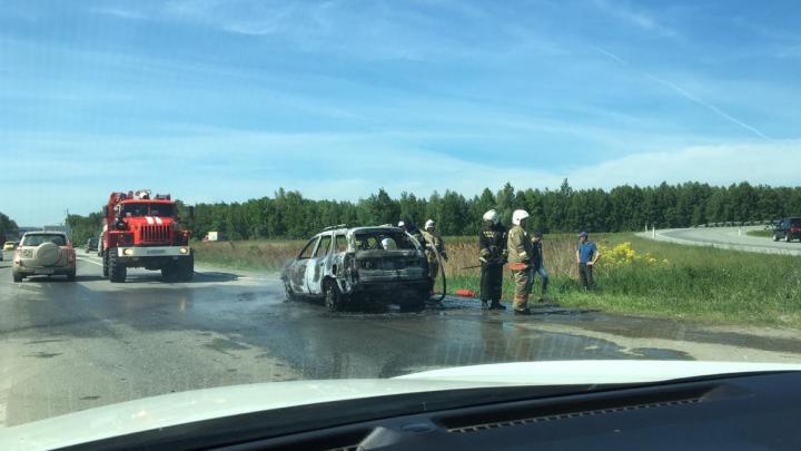 «Выгорел почти полностью»: на ЕКАД вспыхнул Nissan