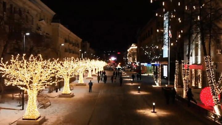 Огни праздничного города: видеограф снял вечерние сверкающие улицы Красноярска