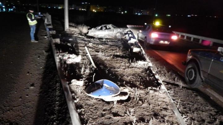 Житель Уфы на Hyundai Accent снес дорожный знак и вылетел с трассы