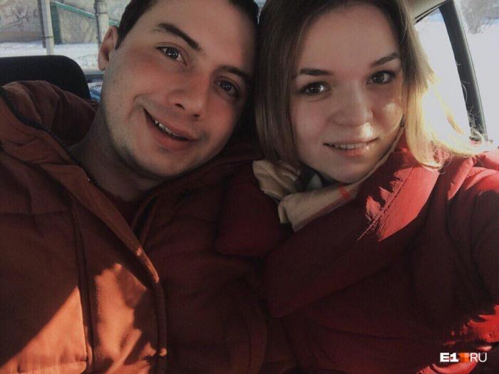 Андрей Михайлец вместе с девушкой