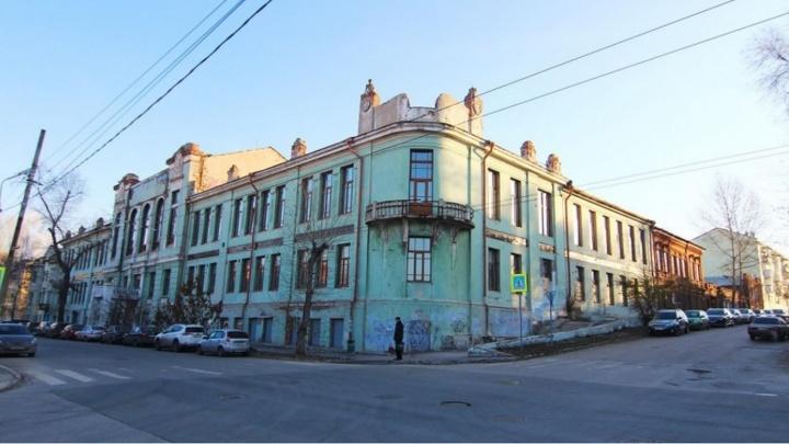«Крышу сделаем — стены рухнут»: вопрос спасения Реального училища погряз в спорах