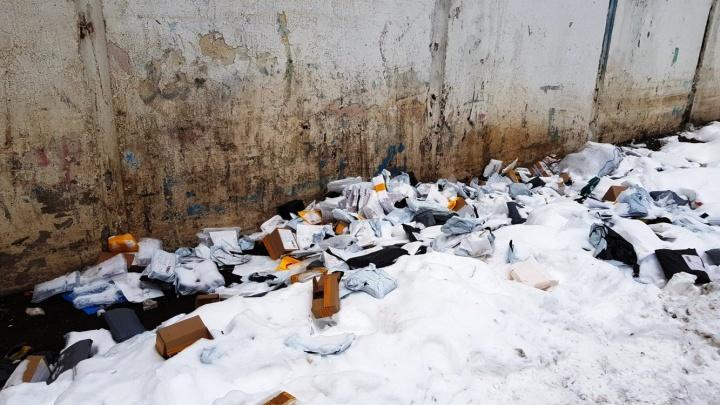 Стало известно, кто вскрывал посылки со смартфонами, отправленные в Омск