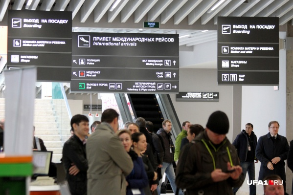 Что случилось с пассажиром, сотрудники аэропорта не уточняют