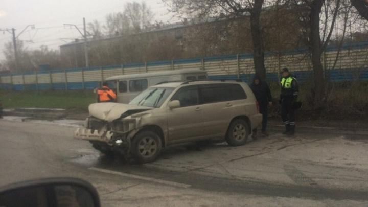 Бердское встало: двое человек пострадали в ДТП у Матвеевки