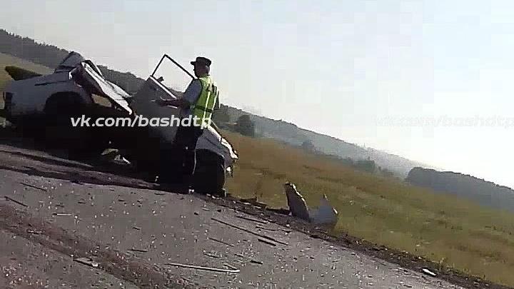 Смертельная авария на трассе под Уфой: «шестерка» на встречке въехала в КАМАЗ