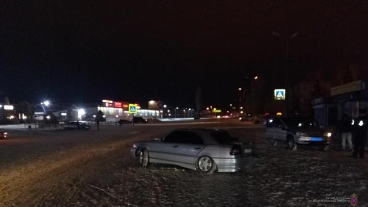 «Врезался в фонарный столб»: в Волгоградской области молодой мужчина устроил ночные гонки с полицией