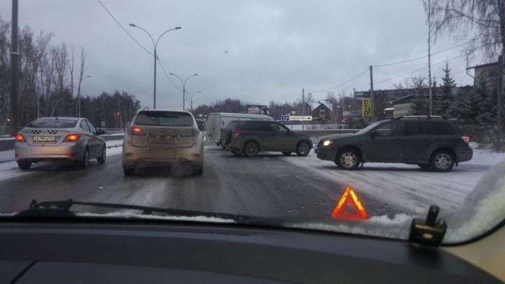 «Развернулся и поехал домой»: водители провели на Бердском шоссе два часа