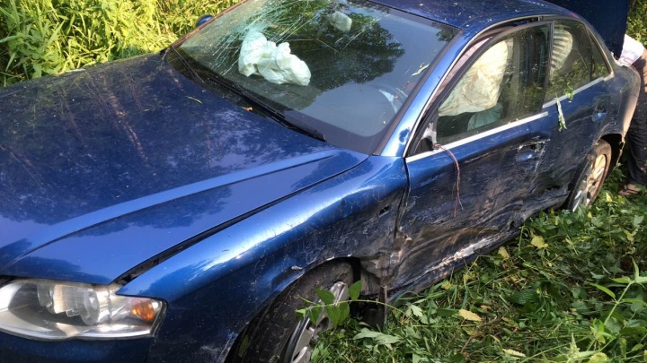 Подростка спас ремень в лобовой аварии «Ауди» и «Мерседеса» на трассе