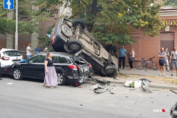 В аварии на перекрестке Буденновского и Варфоломеева пострадали три человека