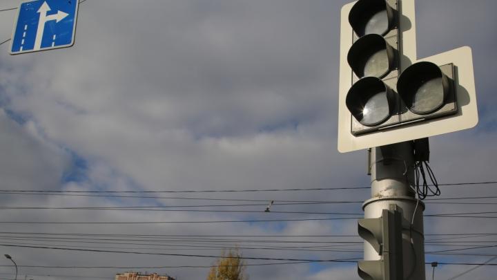 В Волгограде на пересечении улиц Калинина и Пугачевской устанавливают светофоры