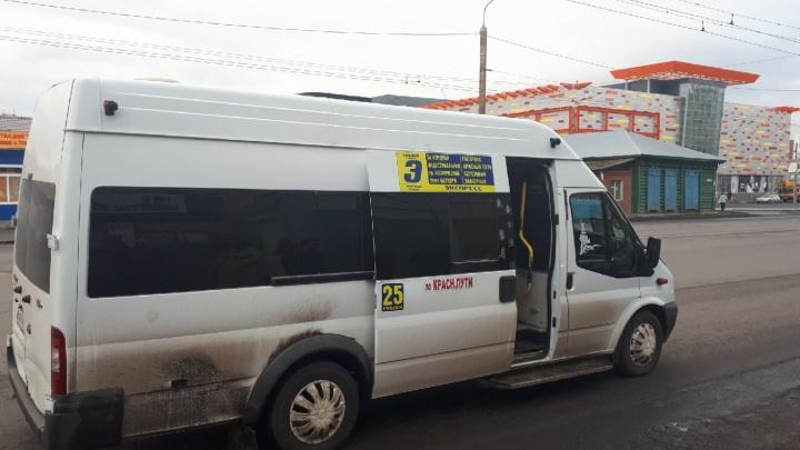 В Омске арестовали нелегальную маршрутку № 322. Перевозчик не понимает, почему