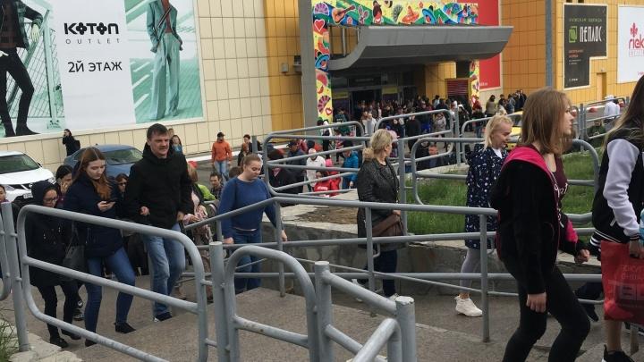 «Чувствовался запах гари»: в торговом комплексе «Фиеста» эвакуировали посетителей