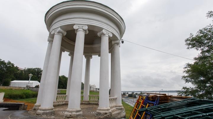 На набережной Волгограда сползавшая ротонда станет новой Пизанской башней