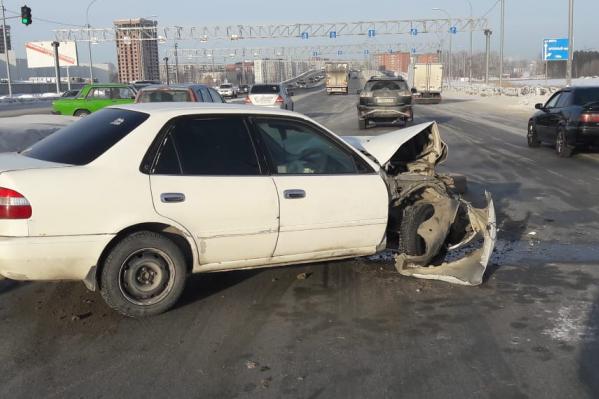 «Тойота» получила значительные повреждения передней части