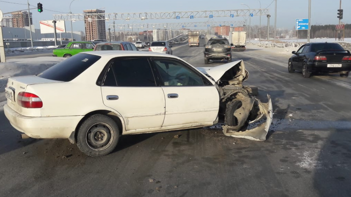 Две иномарки столкнулись на Советском шоссе: пострадал один человек