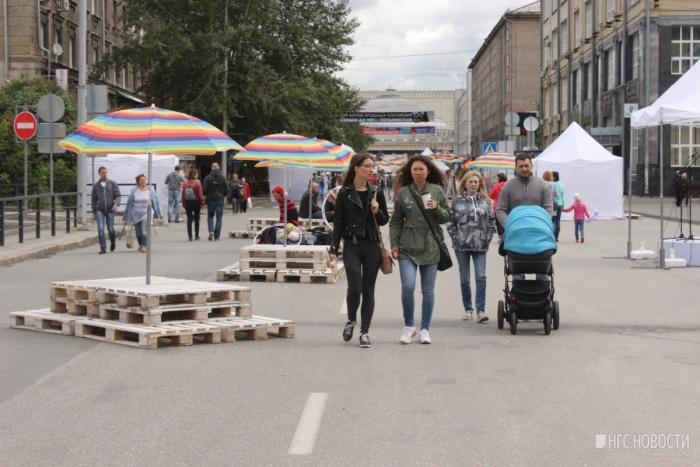 В минувшее воскресенье по улице Ленина гуляло не очень много новосибирцев
