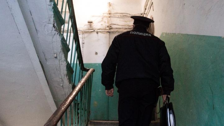 Новосибирец приревновал жену к полицейскому и ударил его табуретом
