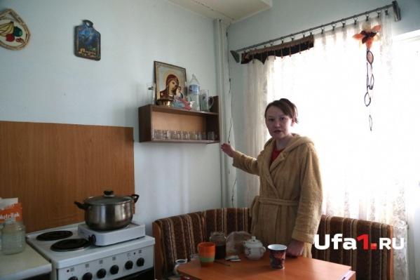 Ирина Пышкина, вернувшись из эвакуации, обнаружила трещину на кухне