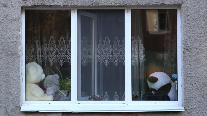 В Башкирии из окна многоэтажки выпал годовалый ребенок