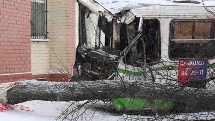 У водителя случился инсульт: стали известны подробности смертельного ДТП с автобусами на Московском