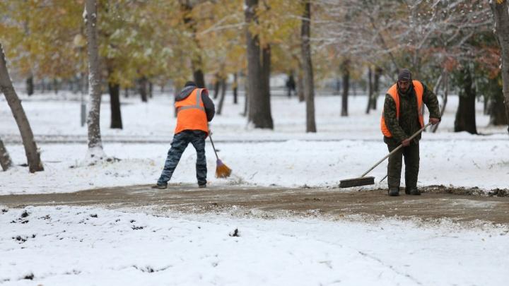 Космические цены на такси и готовый к зиме губернатор: Челябинск замело октябрьским снегом