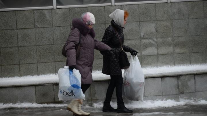 Не стойте под рекламными щитами: на Екатеринбург идёт штормовой ветер