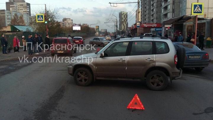После столкновения в центре ВАЗ отбросило на 11-летнего пешехода