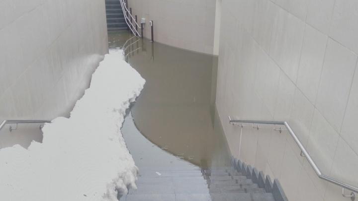 У стадиона «Самара Арена» затопило пешеходный тоннель