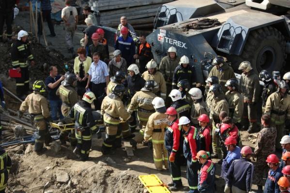 Во время обрушения стены погибли трое рабочих