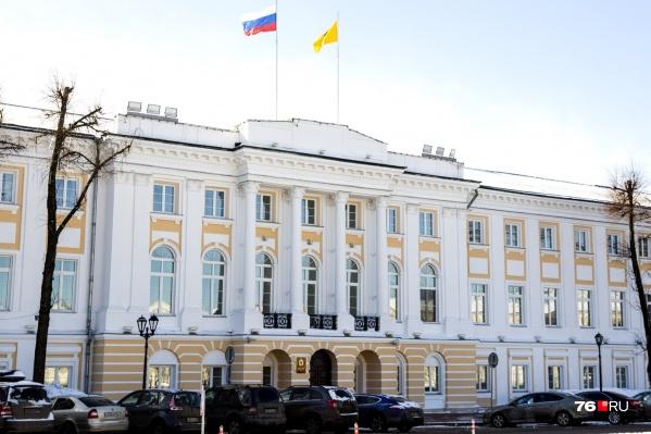 Дума поддержала проект закона о повышении зарплат чиновникам и депутатам