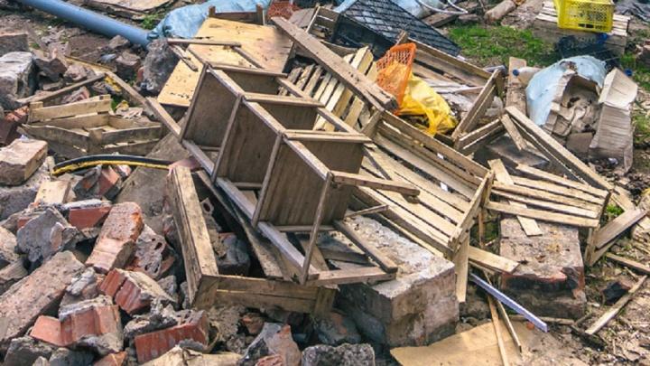 У властей Самары не оказалось денег на вывоз мусора после сноса незаконных гаражей и построек